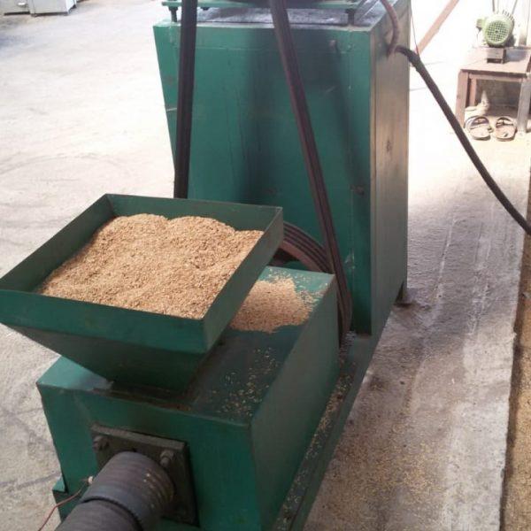 Screw type briquettes machine